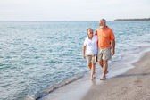 Seniors Walking on the Beach — Stock Photo