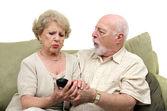 Seniors disputent tv à distance — Photo