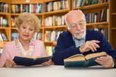 Senior Couple at the Library — Stock Photo