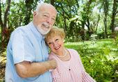 Starszy para z lato — Zdjęcie stockowe