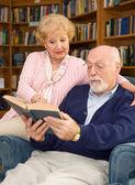 Seniors Enjoy Reading — Stock Photo