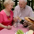 Picnic Seniors - Opening Wine — Stock Photo #6610504