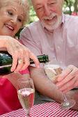 şampanya dökme — Stok fotoğraf