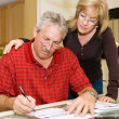couple senior - signer des documents — Photo