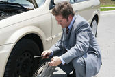 Flat Tire - Remove Hubcap — Stock Photo