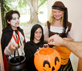 Trick or Treaters at Door — Stock Photo