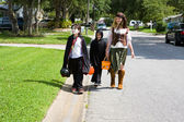 Trick or Treating in Neighborhood — Stock Photo