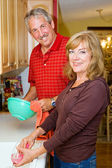 Couple Shares Chores — Stock Photo