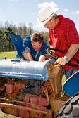 Boerderij apparatuur onderhoud — Stockfoto