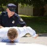 Policeman Arrests Driver — Stock Photo