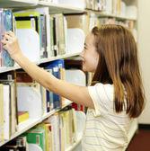 Biblioteca de la escuela - estantes — Foto de Stock