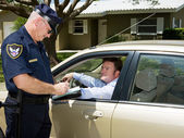 Polícia - escrevendo bilhetes — Fotografia Stock