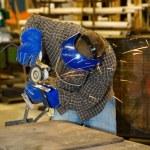 ������, ������: Welder Grinding Metal