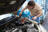 Auto Mechanic - Jumper Cables — Stock Photo