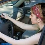 Серьезный молодой водитель — Стоковое фото