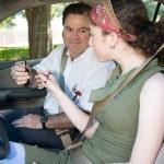 nastolatka egzaminu z jazdy zaczyna się — Zdjęcie stockowe