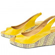 Yellow shoes, Platform for Women — Stock Photo #6655946