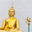 Big Golden Buddha statue in Thaland temple — Stock Photo