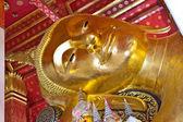 Or Bouddha avec visage souriant — Photo