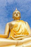 Wielki złoty posąg buddy w świątyni thaland — Zdjęcie stockowe