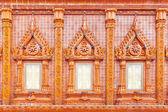 Ventana sobre fondo de azulejo esmaltado, templo de tailandia — Foto de Stock