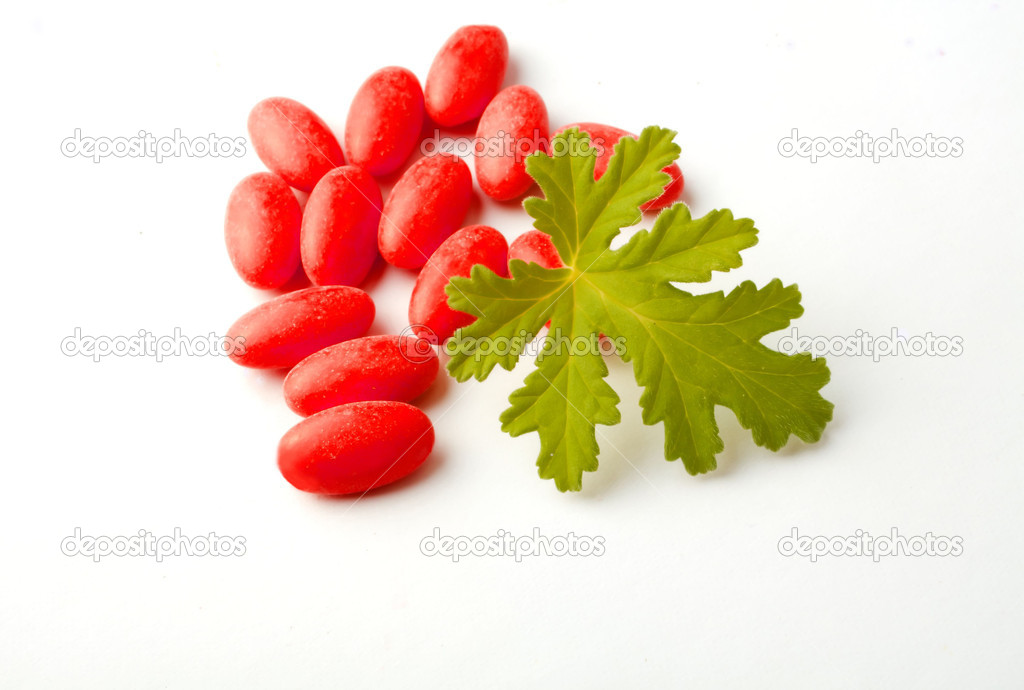 Red pills with the herb Geranium — Stock Photo #6425985