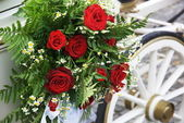 Wedding Carriage With Huge Bouquet On Side — Stock Photo