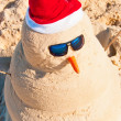 Sand Build Snowman With Sunglasses — Stock Photo