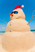 Sandman With Sunnies And Santa Hat — Stock Photo