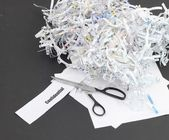 Shredding confidential documents — Stock Photo
