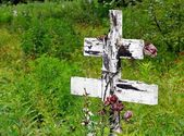 Old wooden cross at a Russian cemetery — Stock Photo