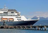 Cruise ship at dock — Stock Photo