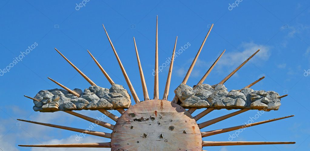 Old wooden sun against a bright blue sky on a summer day. — Stock Photo #6695730