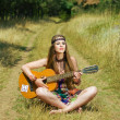 Hippie girl playing on a guitar — 图库照片