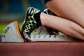 Detailed view of a female sprinter in the starting blocks — Stock Photo
