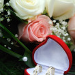 Wedding Bouquet and golden rings — Stockfoto