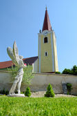 Iglesia católica en la aldea malzenice, eslovaquia — Foto de Stock