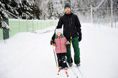 Young father and daughter do Nordic skiing — Stock Photo