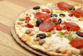 Thin Crust Deluxe Pizza — Stock Photo