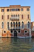 ヴェネツィアのグランド チャネル宮殿 — ストック写真