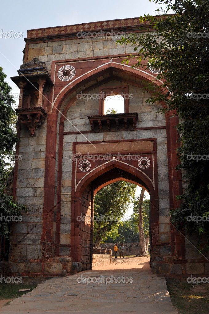One of the entrances of Humayun Tomb in New Delhi during the sunny day, India. — Stock Photo #6533805