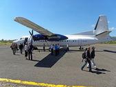 Pequeño avión aterrizada — Foto de Stock