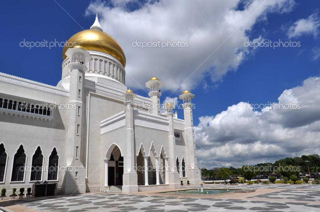 Mosque in Bandar Seri Begawan, the capital of Brunei.  Stock Photo #6693779