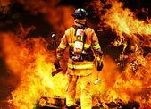 в огонь — Стоковое фото