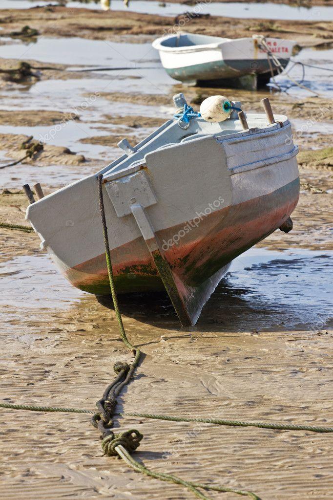 лодка на тайд