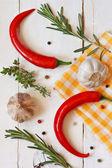 Chili, knoblauch und kräutern. — Stockfoto