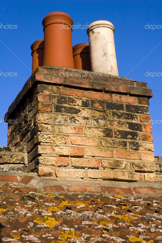 Chimneys on typical english house.  Stok fotoraf #6640539