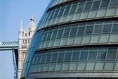 伦敦市政厅和伦敦塔桥 — 图库照片