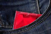 在口袋里的避孕套 — 图库照片