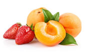 Apricot fruits with strawberry berries — Stock Photo